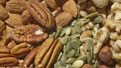10 réflexes alimentaires pour limiter le syndrome prémenstruel