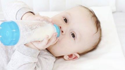 Nourrir son bébé au biberon en trois étapes