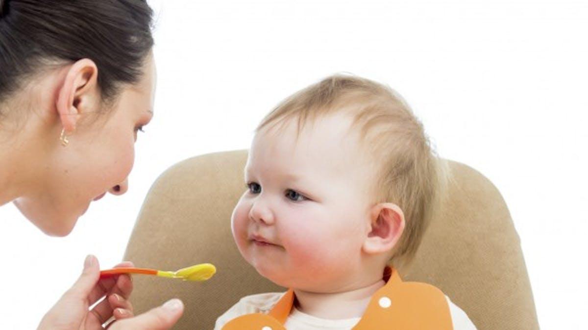 """Quels plats pour mon bébé: petits pots ou """"fait maison""""?"""