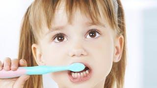 Comment prévenir les caries dès l'enfance