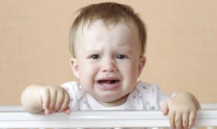 Mon bébé pleure tout le temps… Est-ce normal?