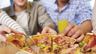 Fast-food, pizza… Aidez votre ado à limiter les dégâts!
