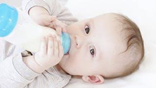 Donner le biberon à votre bébé