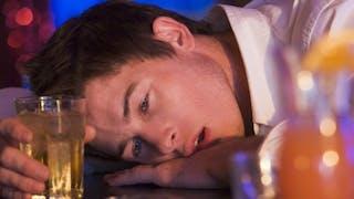 Binge drinking: pénaliser l'abus d'alcool est-il absurde?
