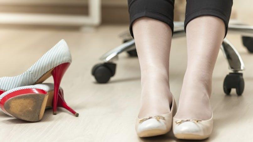 Marcher à plat: aussi mauvais que de porter des talons aiguilles