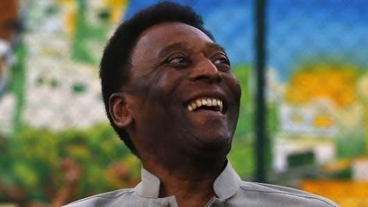 Hospitalisé pour une infection urinaire, Pelé se remet lentement