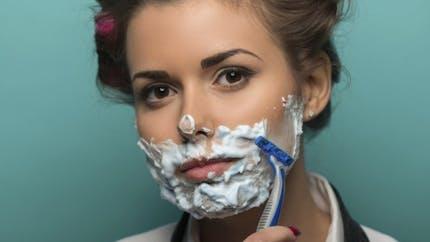 Le rasage du visage des femmes, une tendance inutile