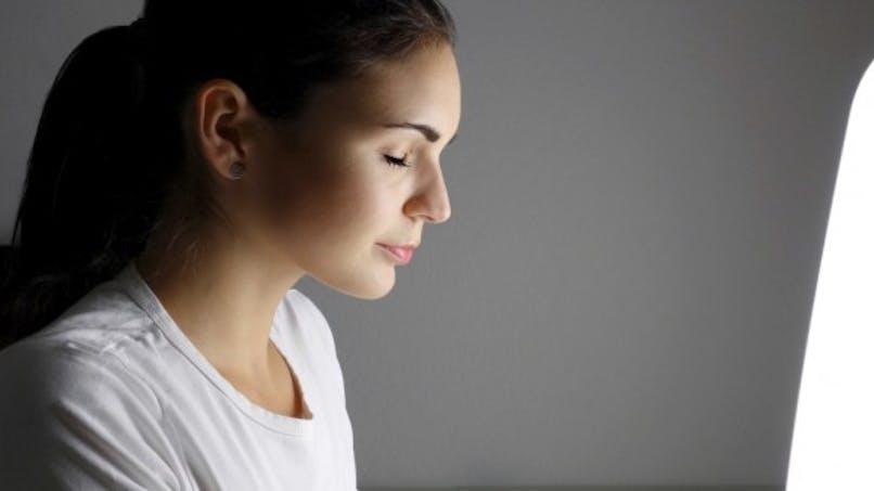 Traiter l'acné avec 4 solutions naturelles