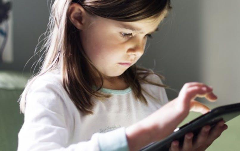 Myopie: pour ralentir sa progression, faites jouer les enfants dehors