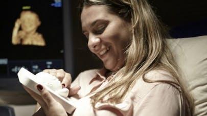 Impression 3D: une future mère aveugle découvre le visage de son bébé
