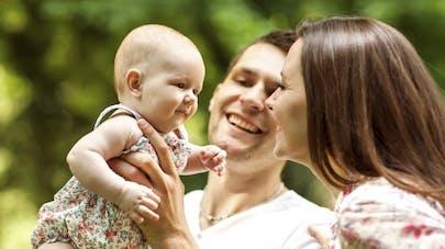 Bébé: pourquoi les parents ne lui parlent pas de la même façon
