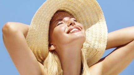 Toutes les astuces pour un maquillage qui ne coule pas l'été