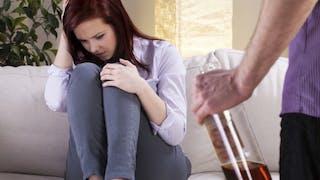 Faire face à l'alcoolisme d'un proche
