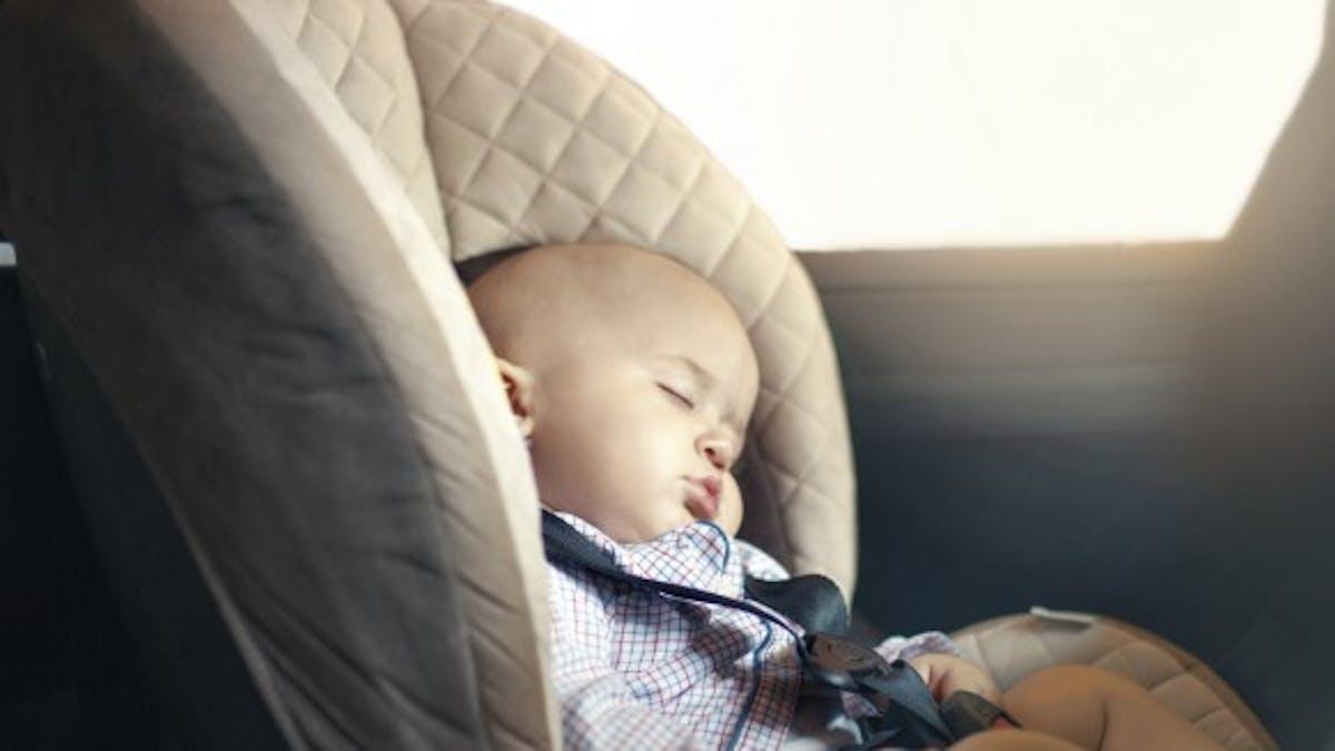 Vidéo: rester 10 minutes dans une voiture au soleil, le défi impossible