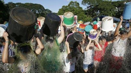 Envie de vous verser un seau sur la tête? Participez au Ice Bucket Challenge 2015!