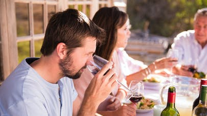 Alcool: quand s'inquiéter pour un proche?