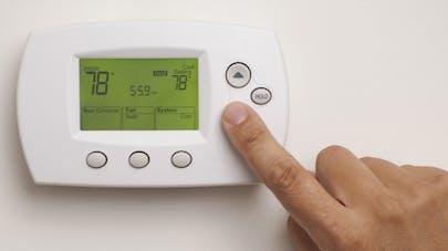 Climatisation: pourquoi les femmes ont toujours froid au bureau