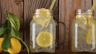 Préparer une limonade avec son enfant