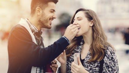 Les femmes rassasiées sont plus sensibles au romantisme