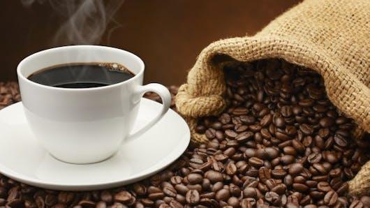 Cancer du côlon: boire du café pourrait éviter la rechute