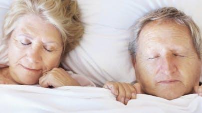Sommeil: avec l'âge, on dort moins mais mieux