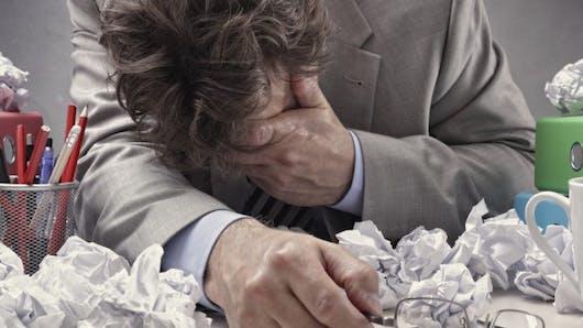 Travailler plus de 55 heures par semaine augmente le risque d'AVC