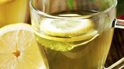 Le citron chaud, bon pour la détox, pas pour les dents
