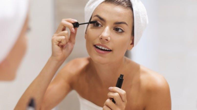 Maquillage périmé: gare aux infections!