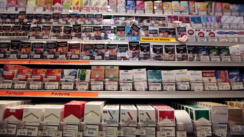 Bronzage, paquet neutre de cigarettes: les réactions après les décisions controversées des sénateurs