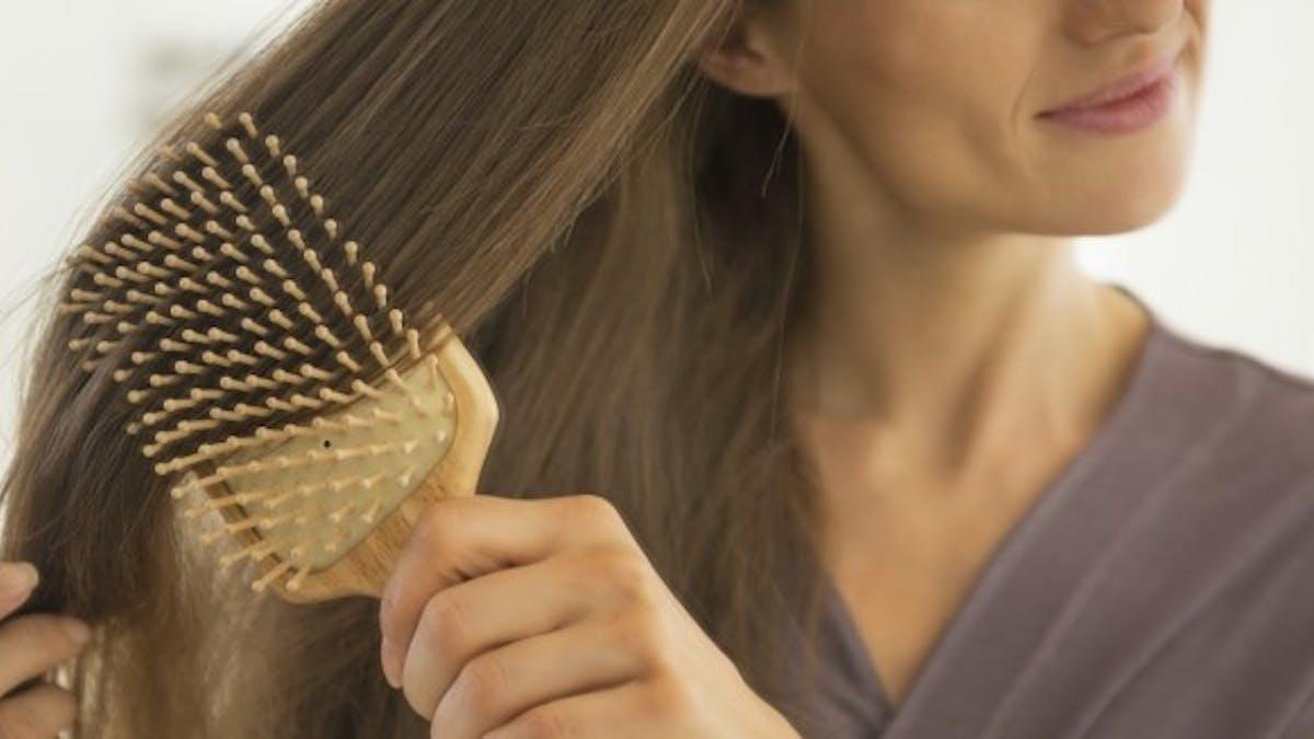 Chute de cheveux chez la femme: de nouvelles techniques esthétiques