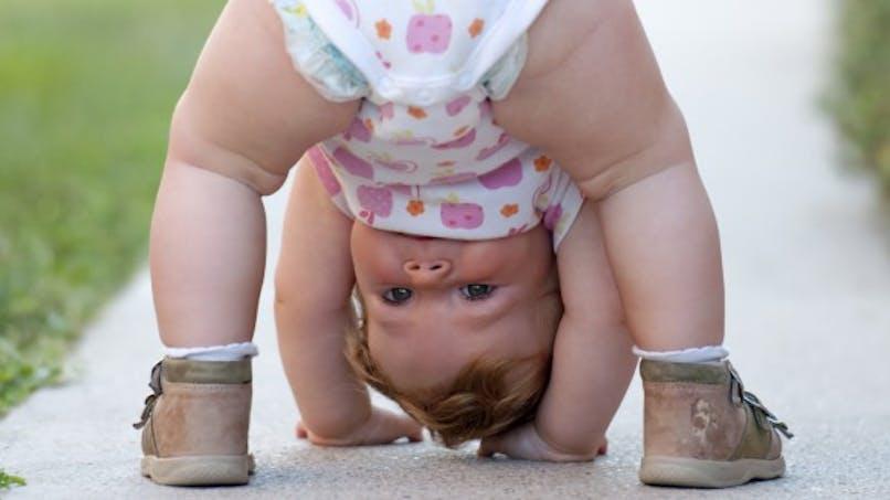 Bébé: à quel moment développe-t-il l'humour?