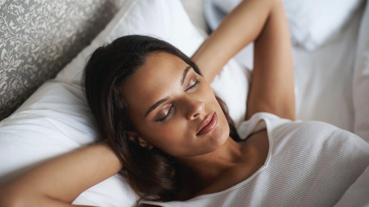 9 conseils pour bien dormir malgré une entorse, un torticolis, un reflux gastrique…