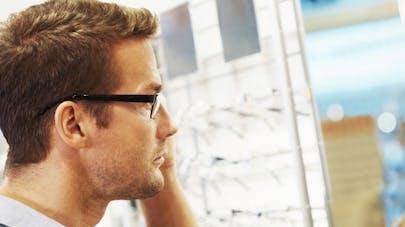cbfb6d5dcfe70b Acheter ses lunettes   les 10 points à savoir. Les lunettes coûtent cher ...