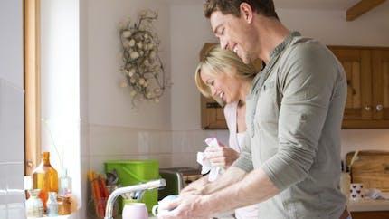Pour une meilleure vie sexuelle, partager les tâches ménagères