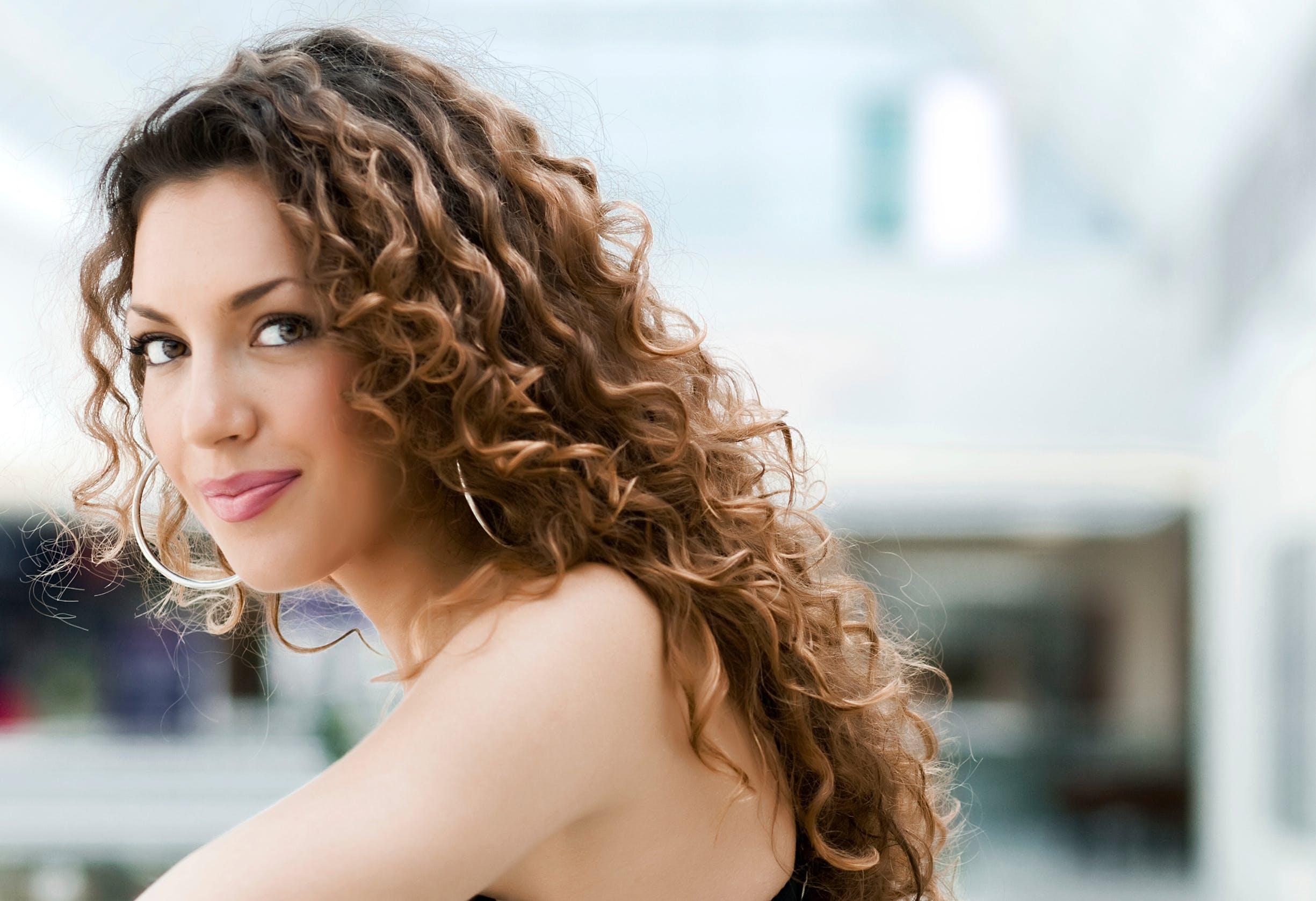 Cheveux Boucles Comment Les Soigner Et Comment Les Coiffer Sante Magazine
