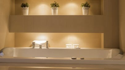 Pour bien dormir, pas de néon dans la salle de bains le soir   Santé ...