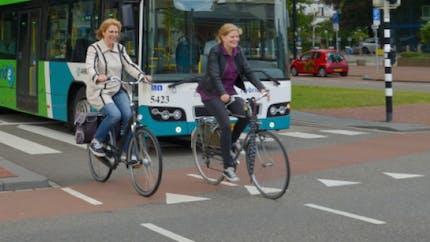 Pour aller au travail, faut-il prendre le bus ou le vélo?