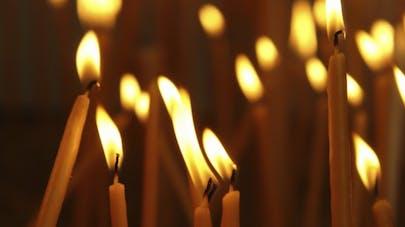 Attentats: tout ce qu'il faut savoir sur le deuil collectif