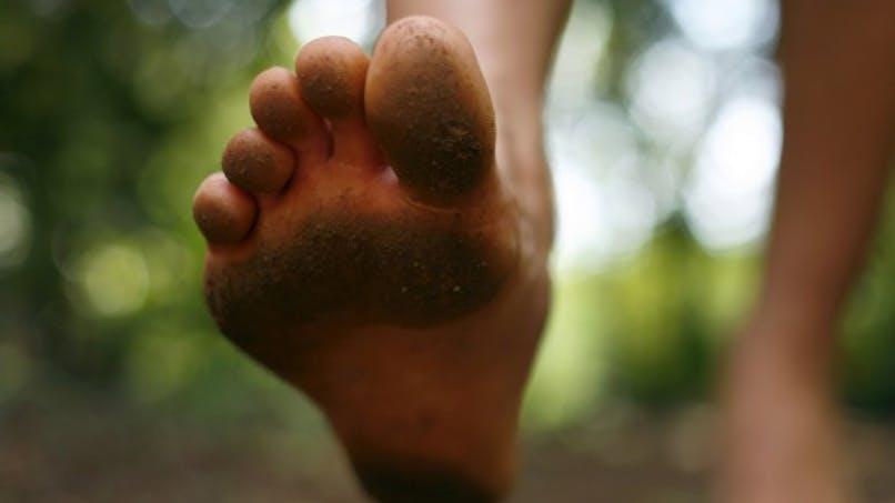 Marcher pieds nus est bon pour la santé