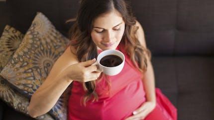 Grossesse: un à deux cafés par jour ne sont pas dangereux