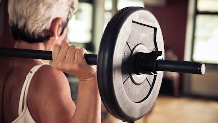 Senior: pourquoi les muscles fondent-ils avec l'âge?