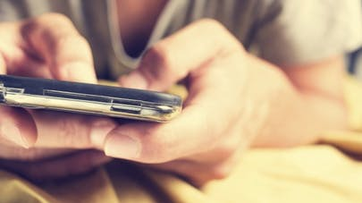 Comment les réseaux sociaux perturbent notre sommeil