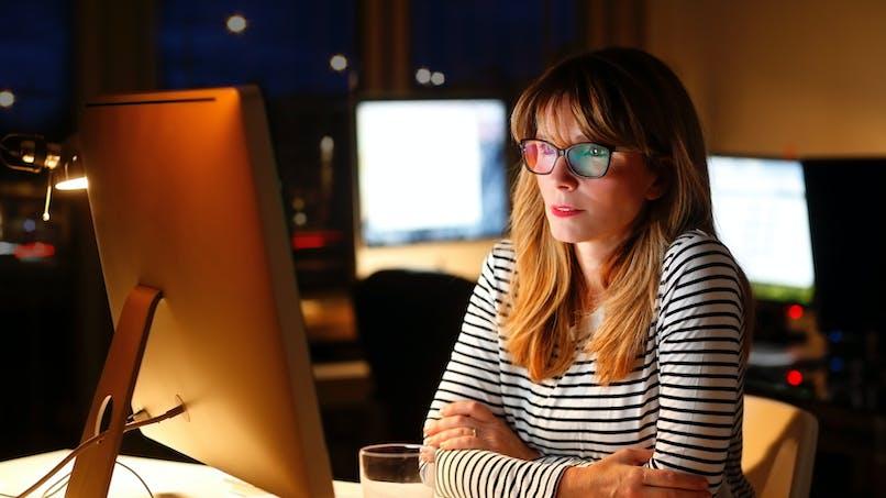 """Work addict: pourquoi certains sont-ils """"accros"""" au travail?"""