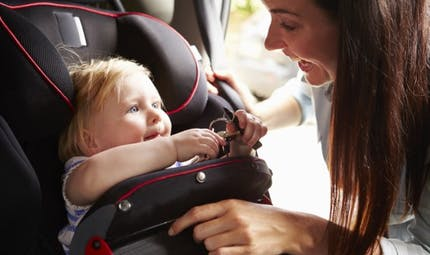 Sécurité en voiture: deux enfants sur trois sont mal attachés