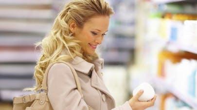 Cosmétiques: de quels ingrédients faut-il se méfier?