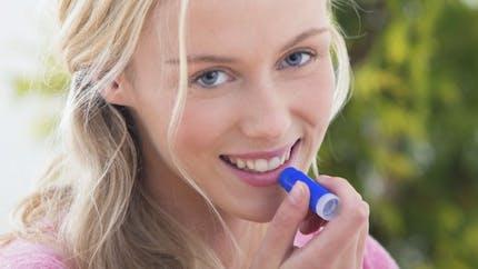 Pourquoi sommes-nous accros à notre baume à lèvres?
