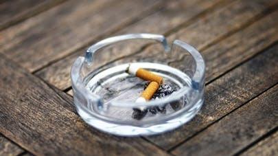 Tabac: vaut-il mieux arrêter d'un coup ou progressivement?