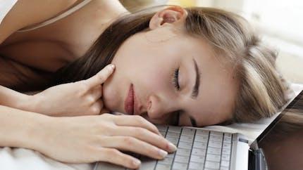 Journée du sommeil: comment réduire l'impact des écrans?