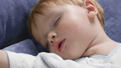 Apnée du sommeil chez l'enfant: les symptômes à surveiller