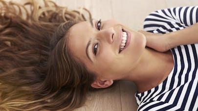 Cheveux trop secs: les soins et les coupes qui les requinquent